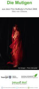 Bildbeschreibung: Geheimnisvoll - hinter einem fast durchsichtigen Schleier erkennt man eine Frauengestalt, schlank, groß mit einem verführerischen Seitenblick. Der Schleier gibt den Blick frei auf einen wohlgeformten Busen. Fast schwebend erscheint ihre Figur vor dem dunklen Hintergrund.